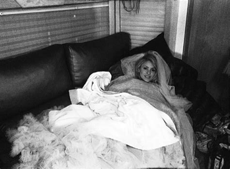Shakira makes herself at home in her trailer