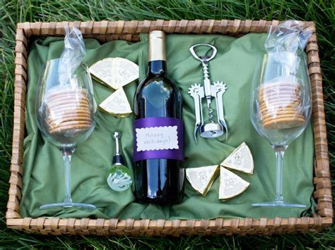 Tips on how to make alcohol gift baskets this holiday