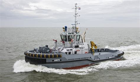 Azimuth Drive Tug 2810 with optimal hybrid propulsion