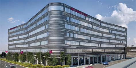 new Crowne Plaza hotel Heathrow T4 review - Turning left