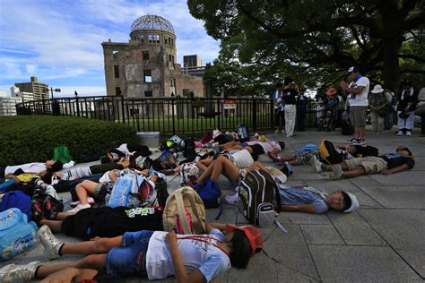 Hiroshima honors A-bomb dead; protesters chant | The Japan